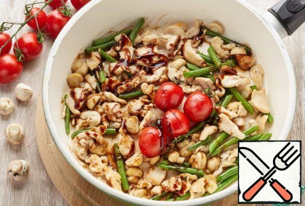 Mushrooms cut into quarters, chicken fillet-thin slices, beans cut into half. In a pan with the addition of olive oil, fry the chicken, mushrooms, beans. At the end of frying, add salt, pepper to taste, mustard and a small amount of water. Once all ingredients are steamed, remove from heat.