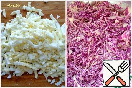 The egg grind. Finely chop the red cabbage, add salt and mash.
