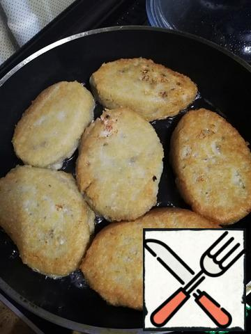 Fry on low heat until Golden brown, often turning.