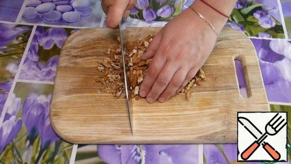 Walnuts chop with a knife. Pumpkin grate on a large grater.