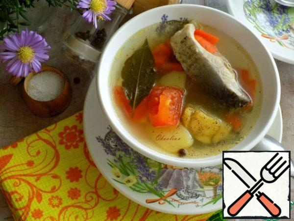 Serve soup for dinner. If desired, pepper the ear with freshly ground black pepper.