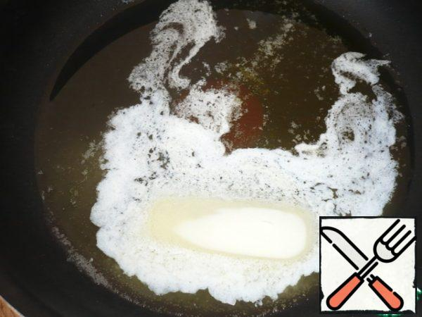 """Prepare the sauce """"a La béchamel."""" Heat the pan add three types of oils: olive, sunflower and butter."""