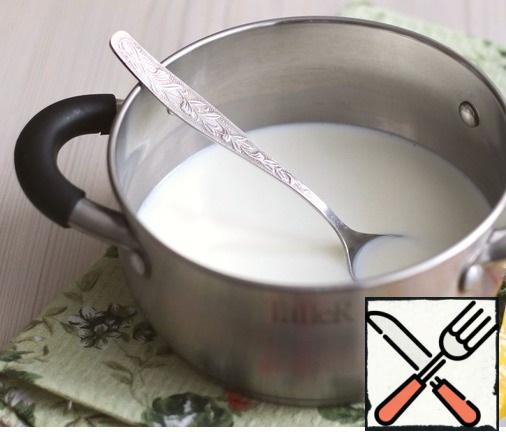 In milk (300 ml.) add sugar and salt to taste, add vanilla sugar (1 teaspoon). Boil the mixture.