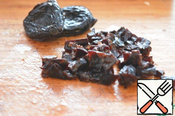 Prunes pour boiling water for 15 minutes, dry and finely chop.