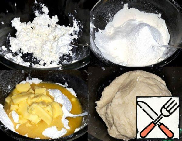 Put the ricotta in a bowl. Put the flour, sugar, vanilla sugar, nuts and salt. Added softened the butter and stirred the dough thoroughly.