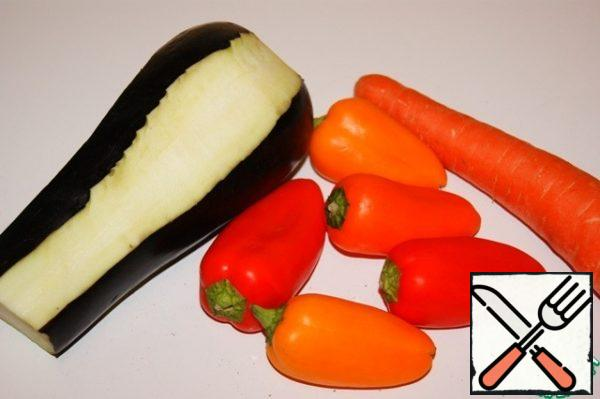 Peel the peppers, carrots and eggplant (remove the tape from 4 sides).