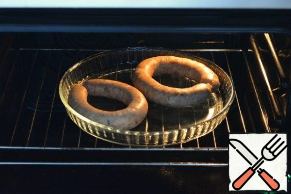 Cook in the oven, observing the temperature regime:- The first 30 minutes-at a temperature of 40°C -Then 30 minutes at a temperature of 60°C - Next, increase the temperature to 80°C and cook for about 1 hour.If there is a thermometer, then check the readiness of it. Inside the sausage, the temperature should reach 68-72°C, which means that the sausage is ready.