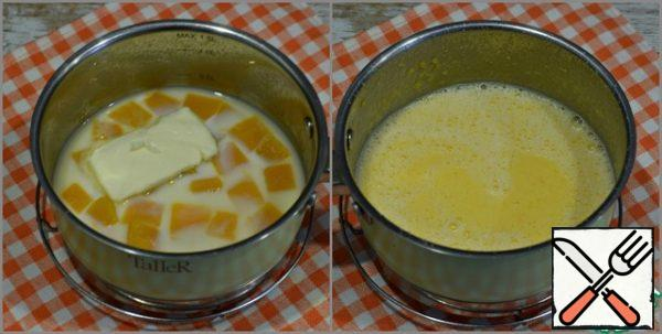 Remove the pumpkin from the heat, do not drain the water. Add in pan with pumpkin 100 ml cold milk (+- 10 ml) and butter. Purify the mass. You should get 300 ml of milk-pumpkin mixture.
