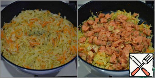 Cook the filling until the dough fits. Simmer the sauerkraut under a lid over moderate heat until soft. (if the cabbage is not very juicy, add a little boiled water to the pan) Fish fillet cut into small pieces, add to the pan with cabbage...