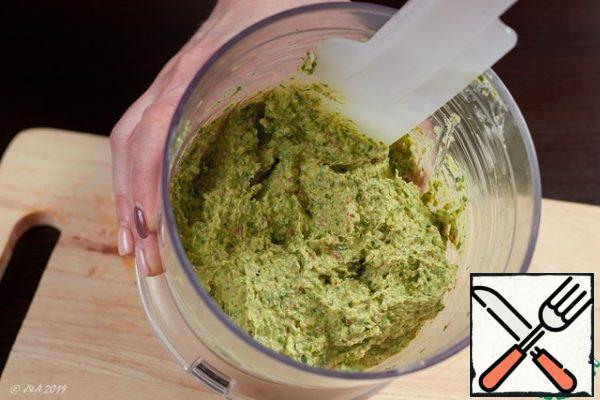 Grind everything to a homogeneous paste, allow to stabilize in the refrigerator for 15 minutes.