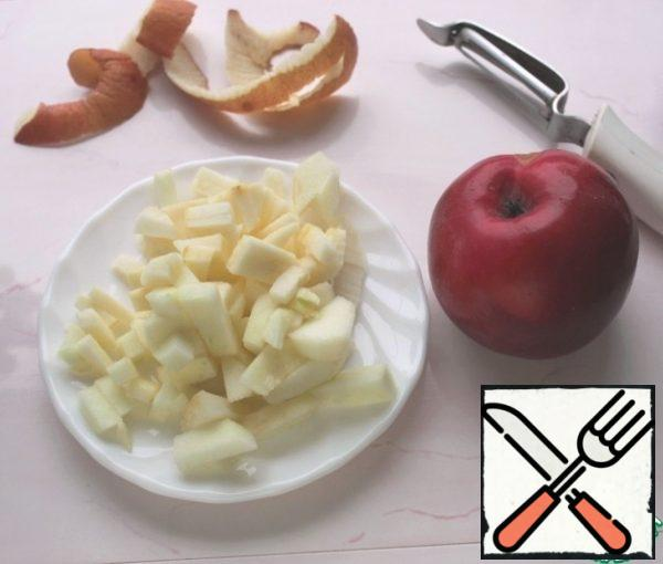 Peel the Apple, cut into cubes, add to the oat mixture and grind with a blender.