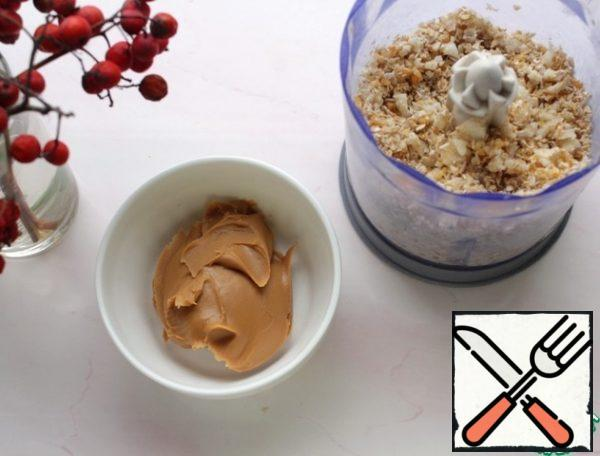 To the resulting mass add peanut paste and knead the dough