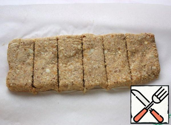 On a sheet of parchment put the dough, form a rectangle 1 cm thick, cut into bars. Bake in a well-heated oven at 180 * 20 minutes.