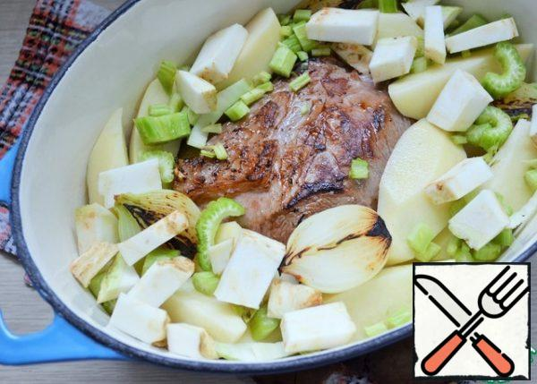 In a cauldron or brazier put the meat, potatoes, both types of celery, onions.