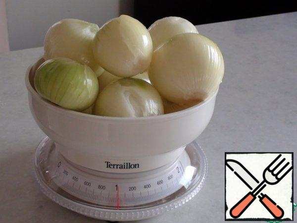 "Peel, wash and weigh the onions. Or do not weigh, and take the approximate weight ""by eye""."