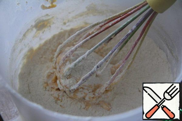 Add the flour sifted with baking powder and mix.
