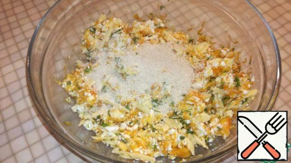 In the last turn, add 2 tbsp. breadcrumbs, if the dough seems liquid, you can add another spoon. Stir well.