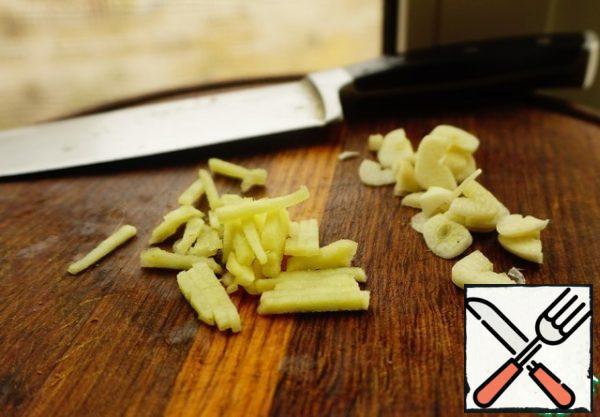 Garlic plates, and ginger straws