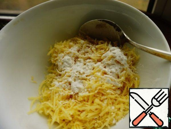 Mix it with starch. Starch is needed here to better the cheese melted into the soup and we got the stringy structure of the soup.