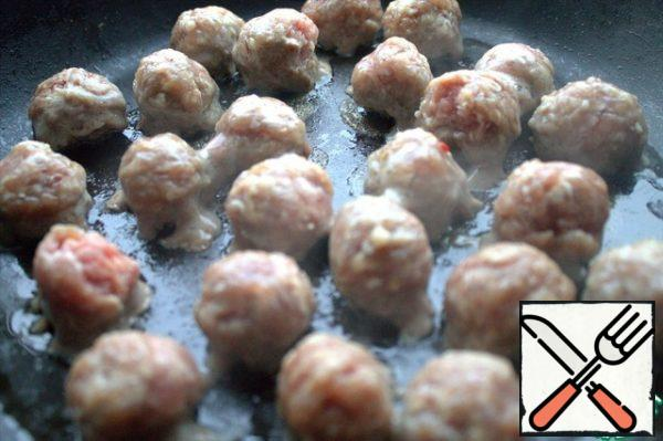 Fry the meatballs separately. I have pork and beef minced with salt and pepper. Pre-cooked and frozen.