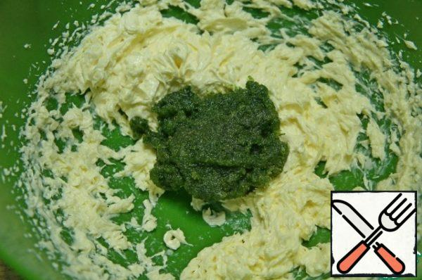 Add the crushed mint mass and salt, beat.