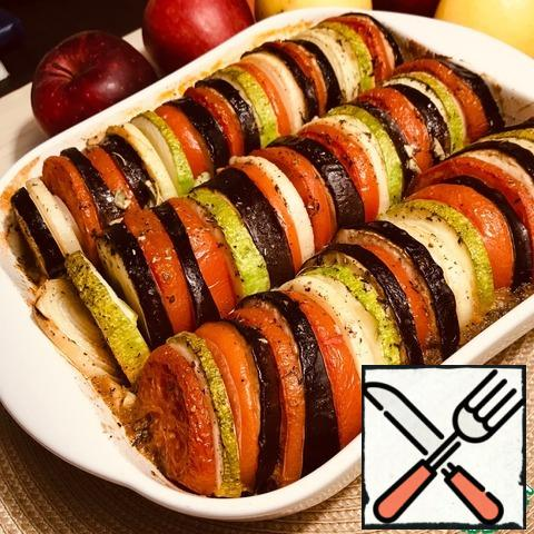 The readiness of the dish can be determined by the Golden crust on the vegetables. We get fragrant Ratatouille. And the whole family enjoy a delicious and healthy dish.