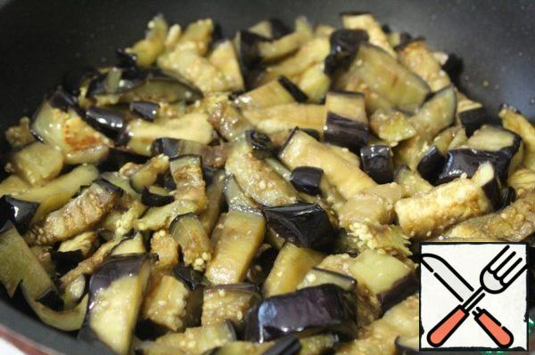 Fry in 1 tbsp vegetable oil over high heat, stirring constantly.