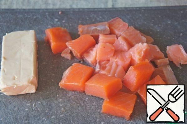 Carefully release the salmon from the seeds and cut into cubes.