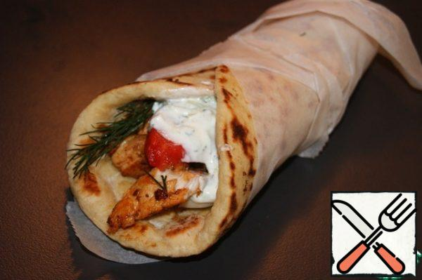 Pita with gyros, zaziki, tomato and onion, one of the favorite dishes of the Greeks and their guests!