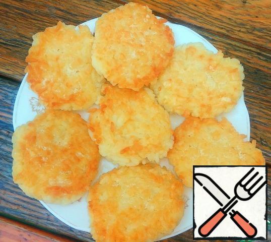 Fry the meatballs over medium heat until Golden brown.
