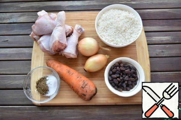 Prepare the necessary products. In the preparation of pilaf, the main thing is to observe the ratio of water and rice 1 : 1