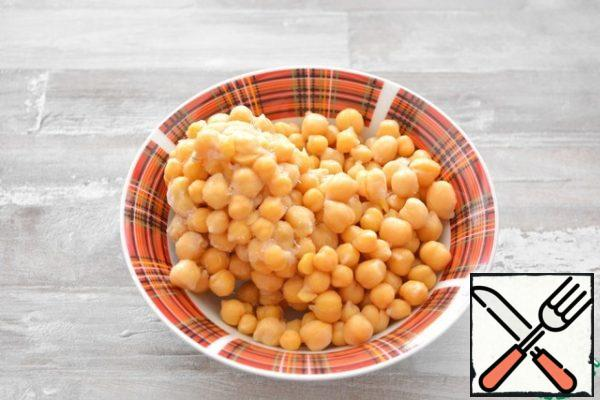 Boil chickpeas in advance until very soft.I always boil a lot of chickpeas at once, then cool it, pack it in small bags and put it in the freezer. It is very convenient, it is always at hand.
