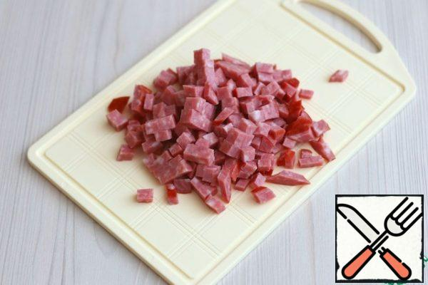 Semi-smoked sausage (100 gr) cut into small cubes.