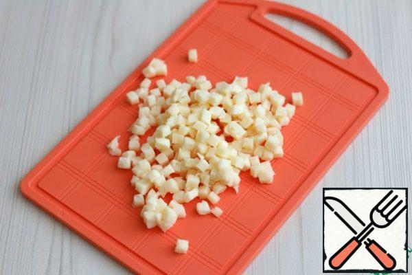Cut the mozzarella into small cubes.