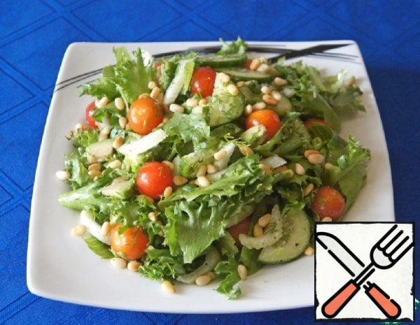 Green Salad with Cherry Tomatoes and Nuts Recipe