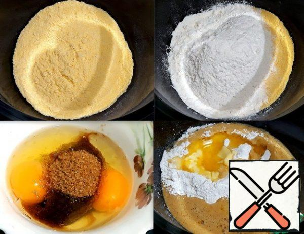 I put cornmeal and wheat flour in a bowl. In another bowl, she broke the eggs and added sugar, beat well and pour into a bowl with flour. Poured vanilla sugar, baking powder, salt, poured cream and melted butter.