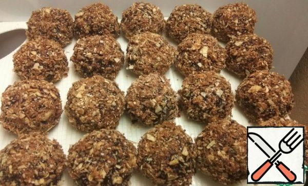 Spread the cookies on a cutting Board and put in the refrigerator for 1 hour. Store cookies in the refrigerator.