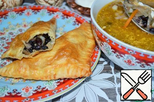 Puff cakes are delicious with anything, tea and coffee, compote, etc.. But these pies are also great to serve with a plate of hot cabbage soup with sauerkraut.