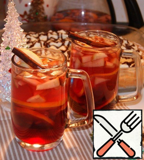 Serve with a cinnamon stick and Apple slices. The husband can splash 1 tbsp of cognac (rum or whiskey) and add pink pepper.