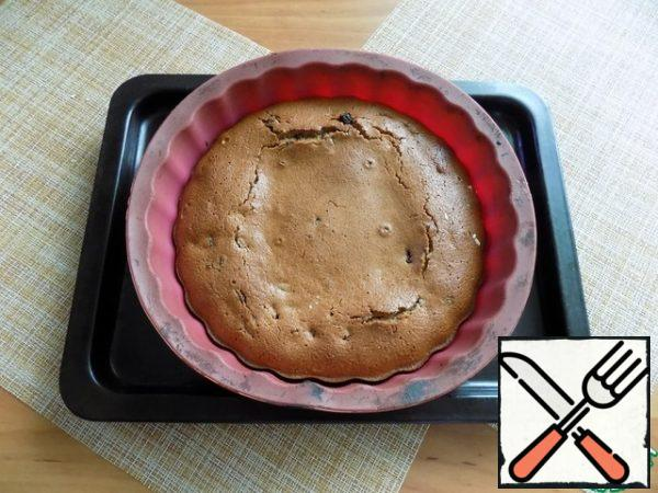 """After 35 minutes, I checked the cupcake """"for dry kindling"""". The dough does not stick to the beam-ready! Let the cake cool in the form. Focus on your oven."""
