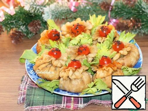 Serve wontons with sweet or hot sauce to your taste. Bon Appetit!