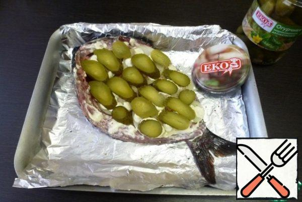 Put rings of pickles on the onion.