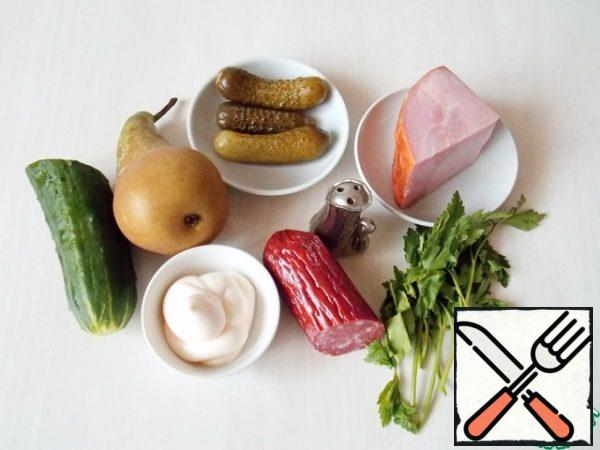 Prepare all the necessary ingredients. Wash and dry the vegetables and pears.