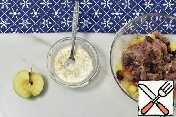 For dressing, mix horseradish with finely grated sour Apple, pour lemon juice, salt to taste. Mix with heavy cream and mayonnaise until light and smooth.