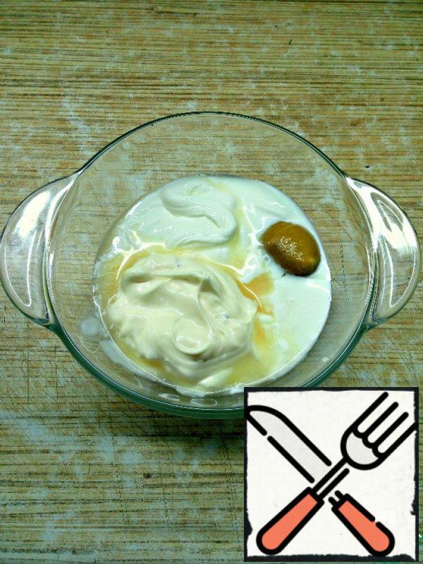 In a separate bowl, mix mayonnaise, sour cream, Apple cider vinegar and mustard. Add salt and pepper to taste and beat thoroughly until the salt dissolves.