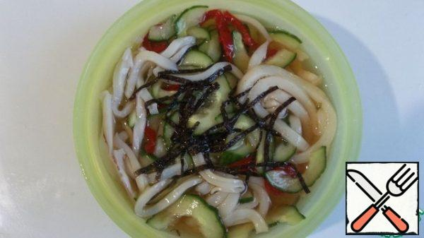 Cut the squid into thin strips, add the vegetables - do not drain anything (!), add some chopped nori. Strain the dressing and pour it over the squid with vegetables so that everything is covered with the dressing, if necessary, put the load and put it in the refrigerator for 2 hours.