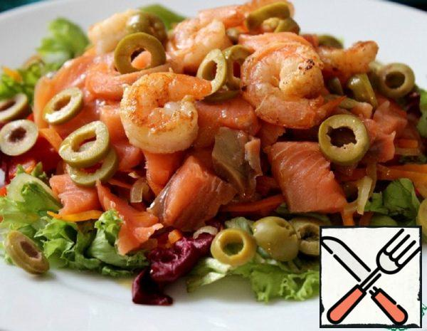 Salad with Salmon, Shrimp and Vegetables Recipe