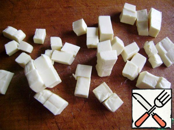 Cut the cheese into cubes and add to the salad.
