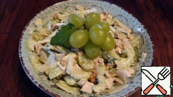 Mix everything and season the salad with mayonnaise or natural yogurt. This is a variant of serving a salad just for dinner.