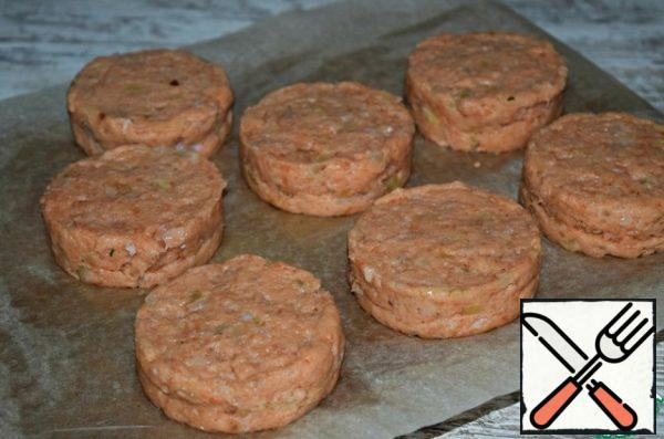 """Put the formed cutlets in the freezer for 30-40 minutes. The oil in the cutlets will """"catch"""" a little and will not leak out during frying. It is very convenient to prepare such cutlets in advance, and an hour and a half before serving, get them out of the freezer, fry them and serve them to the table."""